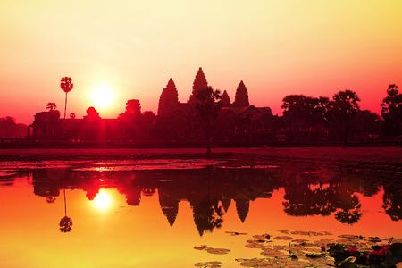 シェムリ アップにアンコール ワット日の出。カンボジア