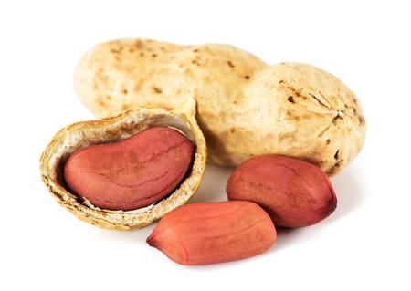 cacahuate: Cacahuetes en fondo blanco Foto de archivo