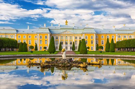 Schloss Peterhof, St. Petersburg, Russland Standard-Bild - 39885587
