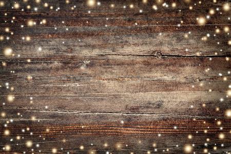 Uitstekende Kerstmisachtergrond met gouden sneeuwvlokken en sterren Stockfoto