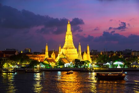 Wat Arun is a Buddhist temple in Bangkok, Thailand. Wat Arun Temple at twilight the landmark of Thailand. Stok Fotoğraf