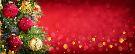 Christmas and New Year holiday background with copy space for your text. Winter christmas decoration with garland lights, holiday festive background. 스톡 콘텐츠