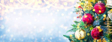Christmas and New Year holiday background with copy space for your text. Winter Christmas decoration with fir tree, garland lights. Holiday festive background. 스톡 콘텐츠
