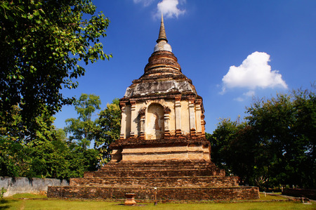 stupa one: The temple is one of the oldest temples in Chiang Mai. One of the main attractions is a seven-spired square chedi, which was inspired by the design of the Phuttakaya stupa in India. More importantly, the stupa contains the ashes of King Tilokkarat, a king