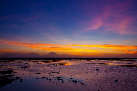 Tropical sunset on the beach. Lombok island. Indonesia Banque d'images