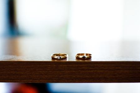 bodas de plata: oro y plata anillos de boda Foto de archivo