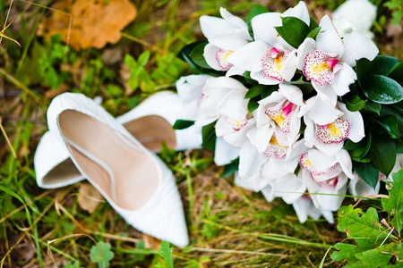 close up of wedding bouquet with shoes