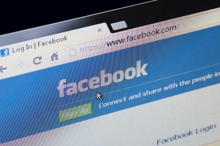 Facebook のログインまたはサインアップ ホーム ページを確保します。