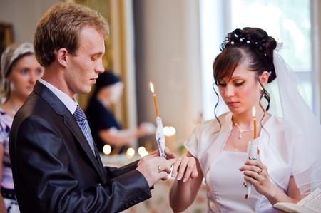 Hochzeit von Newlyweds in der Kirche. Kasachstan - Almaty, 18 Juli 2010