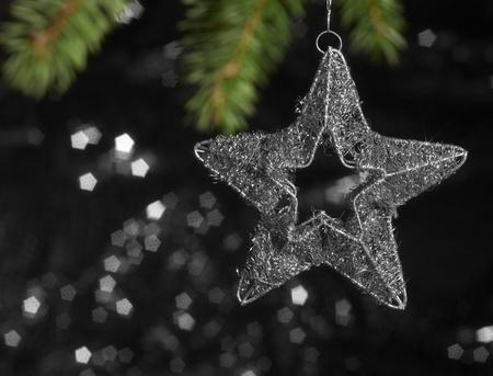 christmas deco: Navidad deco estrella borrosa en la parte trasera oscuro Foto de archivo