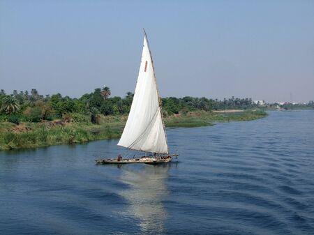 cape mode: K�stenlandschaft zeigt eine Feluke auf dem Nil in �gypten