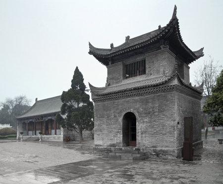 moistness: scenario di pioggia compresi gli edifici tradizionali in pietra a Xian (Cina)