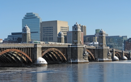 steel arch bridge: winter scenery in Boston (Massachusetts, USA) with bridge over Charles River Stock Photo