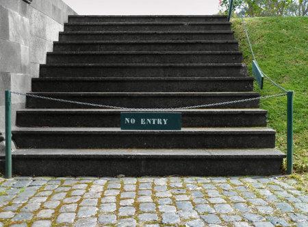 """no pase: escalera de """"no entrada""""-se�al, prohibido pasar"""