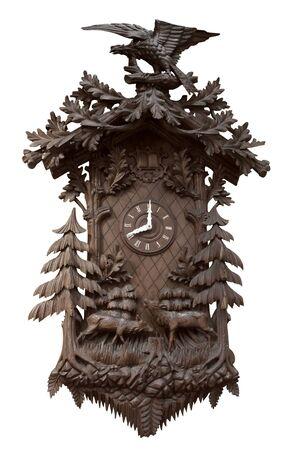 reloj cucu: una rica decoraci�n tradicional de la Selva Negro reloj de cuco en el fondo blanco