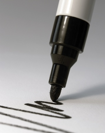 detail of a black marker while drawing a line in light back Standard-Bild