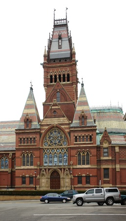 middlesex: roadside scenery showing the Memorial Hall in Cambridge (Massachusetts, USA)
