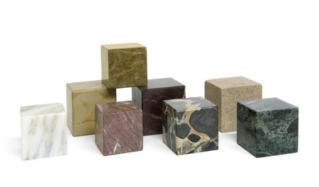 marbled: alcuni cubetti di pietra di marmo in bianco indietro Archivio Fotografico
