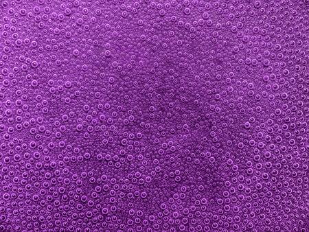 air bladder: full frame sfondo astratto sott'acqua con un sacco di piccole bolle d'aria in viola ambiente