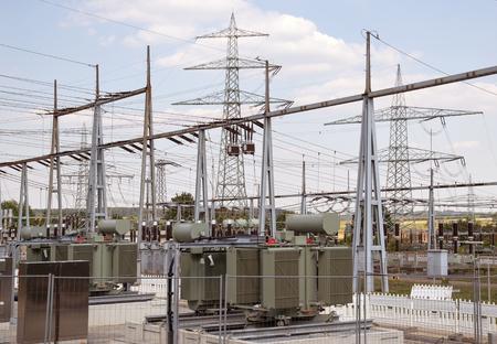 elektrizit u00e4t: Ausschnitt aus einem Umspannwerk in Süd-Deutschland