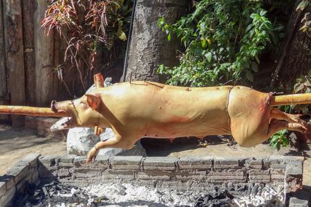 spanferkel: sonnigen Au�en Landschaft mit einem Braten Spanferkel in Kuba gesehen Lizenzfreie Bilder