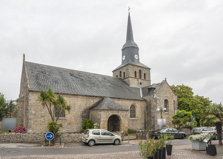 commune: church in Locmariaquer, a commune in the Morbihan department in Brittany in north-western France.