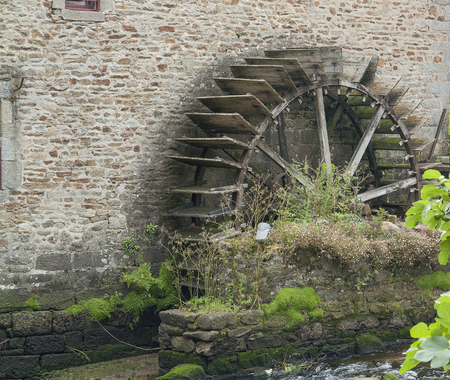 commune: water wheel at Pont-Aven, a commune in the Finistere department of Brittany in northwestern France.