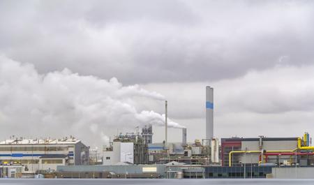 industrial roadside scenery including fabrics and refineries Banco de Imagens