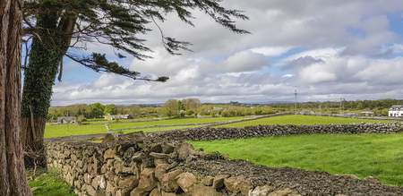 Idyllic rural scenery in western Ireland at spring time Standard-Bild - 115382102