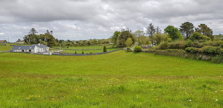 Idyllic rural scenery in western Ireland at spring time Standard-Bild - 115382110