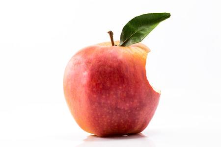 roten Apfel beißen Standard-Bild