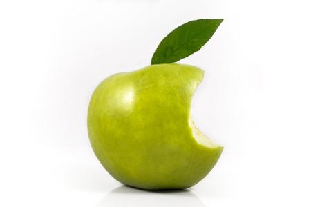 녹색 사과 물린