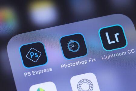 Icône des applications mobiles Adobe Inc. sur l'écran du smartphone. Adobe Systems Incorporated est une société multinationale américaine de logiciels informatiques. Moscou, Russie - 27 octobre 2018 Éditoriale