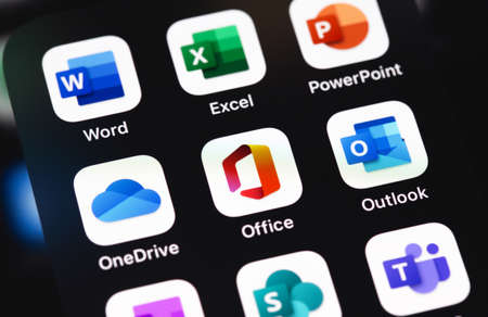 Microsoft Office (Word, Excel, PowerPoint, OneDrive, Outlook and other mobile app on the screen iPhone. Microsoft Corporation is an American multinational technology company. Moscow, Russia - December 5, 2020 新聞圖片