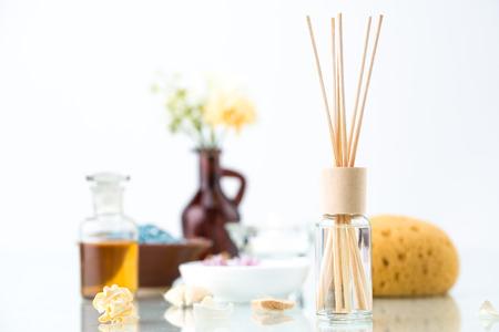 Spa concept avec aromathérapie, Purificateur d'air, huile essentielle et Bath Sponge Banque d'images - 53231896