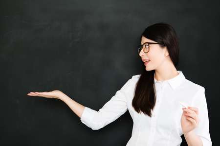 not give: A good teacher must know how to give a question not answer