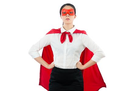 슈퍼 여성 변호사 영웅은 모든 클라이언트 가족의 권리와 법률 사양에 대한 관심을 지키고 빈 공간 copyspace 위에 흰 벽에 서서 허리에 주먹 손을 심각하