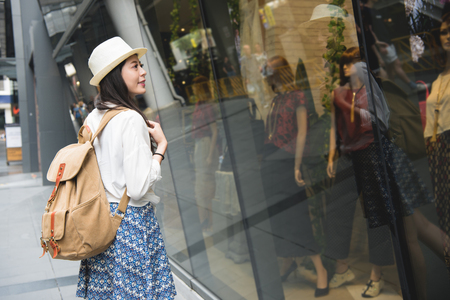 Woman tourist walking in shopping streets of Harajuku street, Tokyo.Young lady or female tourist window shopping in famous Takeshita street for fashion trends in Asia. Stockfoto