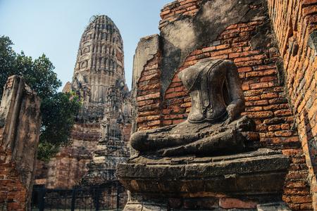 Broken buddha statue at public buddhist temple Wat Chaiwatthanaram, the historical Park of Ayutthaya, Phra Nakhon Si Ayutthaya, Thailand Фото со стока