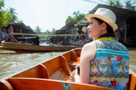 asian tourist travel woman looking view from Damnoen Saduak market. Happy young woman looking at famous river landmark destination. Beautiful girl visiting the Bangkok Thailand. Stok Fotoğraf