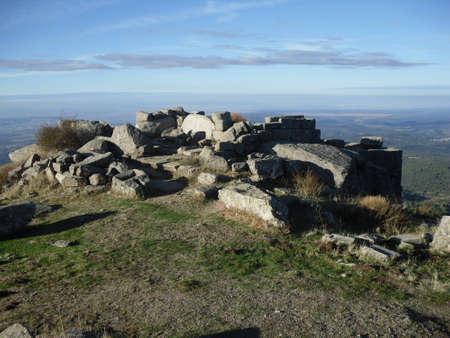 arabe: Castillo en ruinas de la Sierra de San Vicente, Toledo,