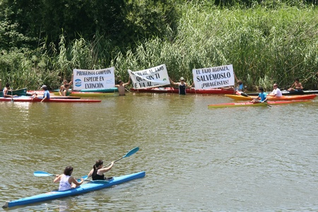Canoeists in demonstration in defense of the river Tajo Shipping water, against the, Segura,