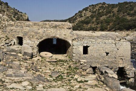 molino de agua: Molino de agua en Valdeverdeja, Toledo, Espa�a