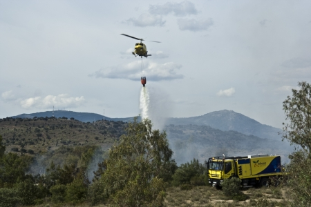 Firefighting helicopter with basket, fire 03062012