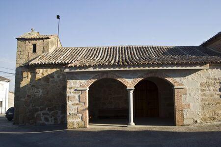 edificación: Iglesia Parroquial de San Pedro Ap�stol, Navalmoralejo, Toledo Foto de archivo