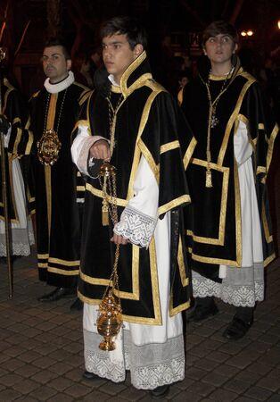 fraternit�: Acolytes avec de l'encens, la Fraternit� du Saint-S�pulcre, Talavera, Tol�de