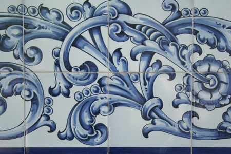 talavera de la reina: Talavera ceramics is called a type of ceramic which is manufactured in the city of Talavera de la Reina based mud of the River Tagus, kaolin and different glazes. Its use is to carry tableware, fountains, murals tiles and other ornamental elements.