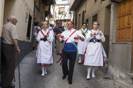 olla: Dance of Las Italinas, also known as Dance of the Gypsy of Caceres village of Garganta la Olla. The dances are performed by eight women, a dance teacher or father and the drummer accompanies the festivities in honor of the Visitation of the Virgin, July