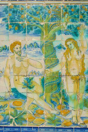 Adam et Eve, carreaux de céramique Talavera de la Reina, Tolède, Espagne Banque d'images - 53811538