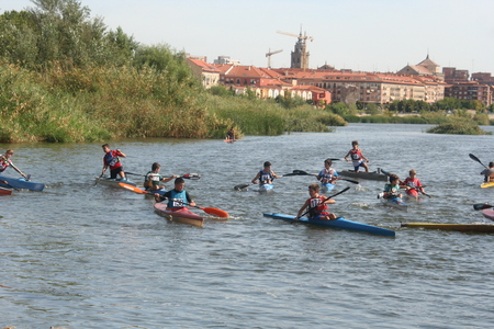 talavera de la reina:  Canoeists sports tournament in the River Tajo Talavera de la Reina, Editorial